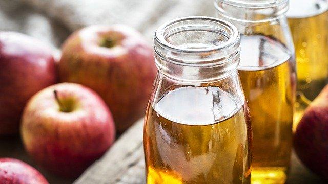 jablečný ocet v lahvích